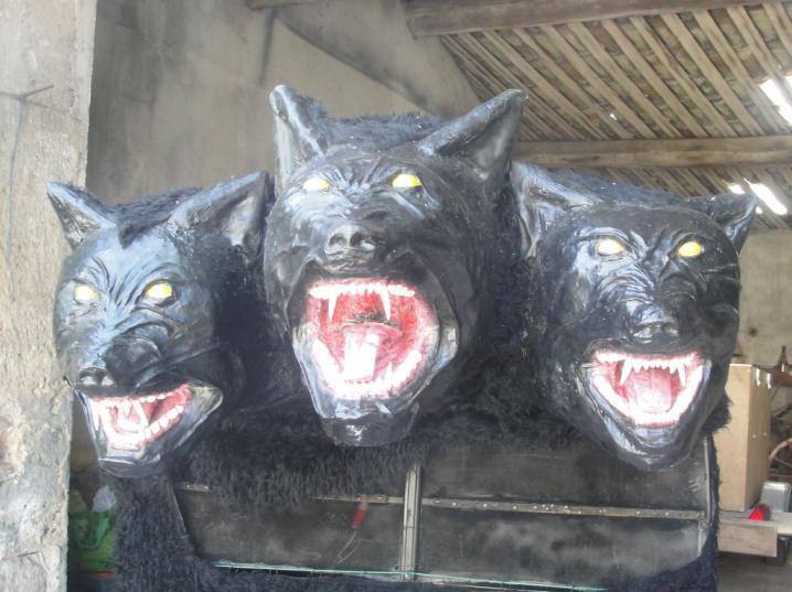Les trois têtes du Tribus Lupis. Photo. Anna Wasniowska