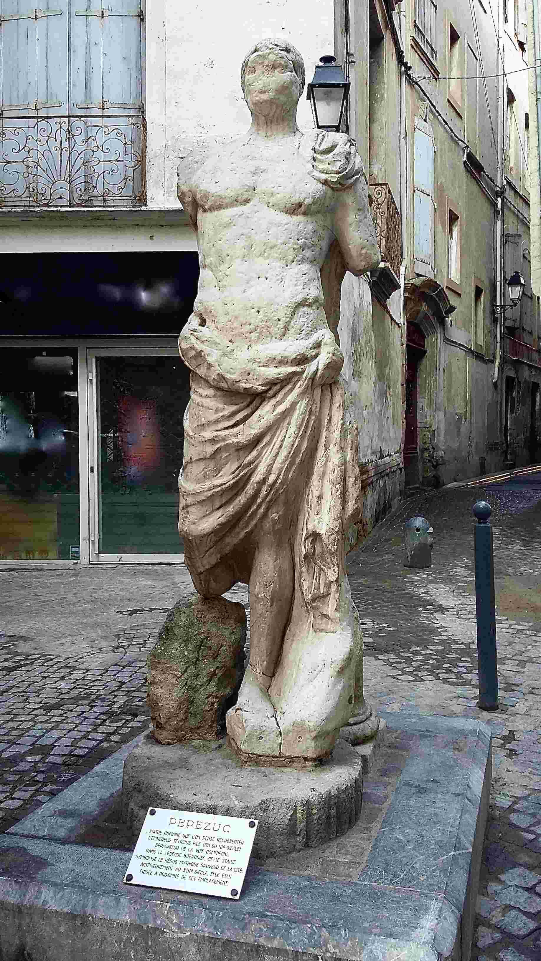 Statue romaine identifiée comme celle de l'empereur Tetricus fils (fin du IIIe siècle), Place Pépézuc à Béziers © CIRDÒC