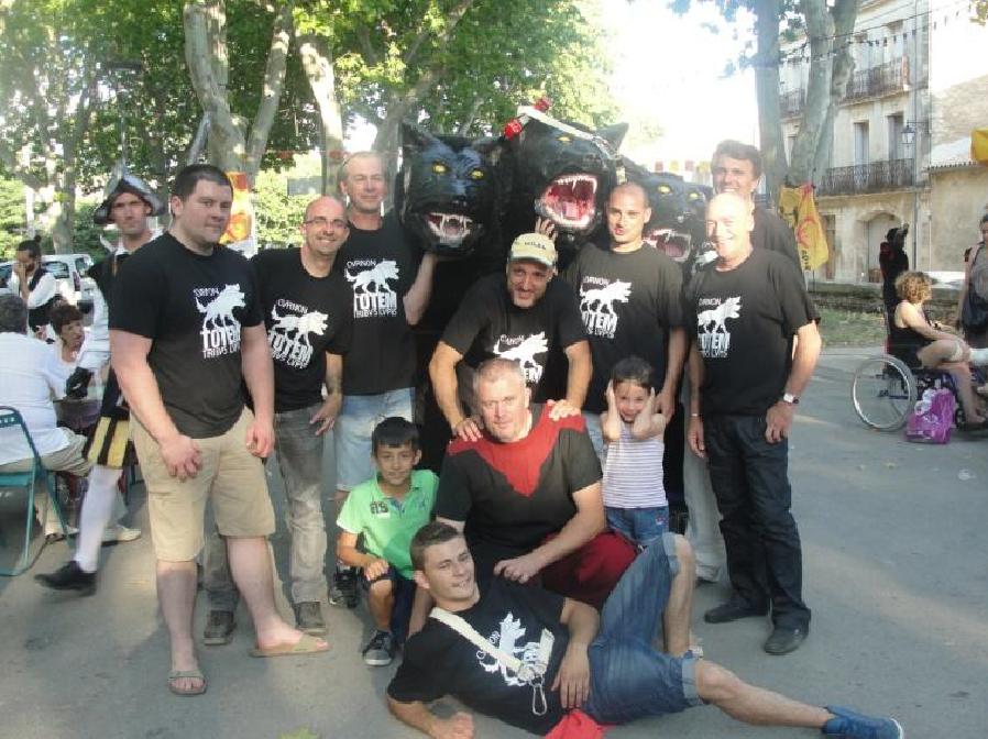Le meneur et l'équipe des porteurs du Tribus Lupis. Photo. Anna Wasniowska